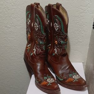 Cowgirls boots